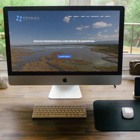 Anteprima sito Dronika responsive e dinamico, basato su Drupal 7