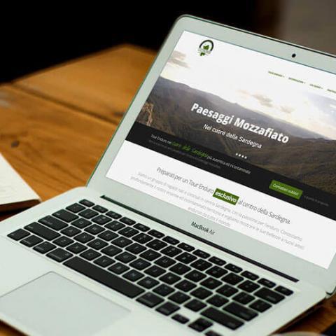 Anteprima sito Web Tour Enduro Sardegna su notebook MacBook